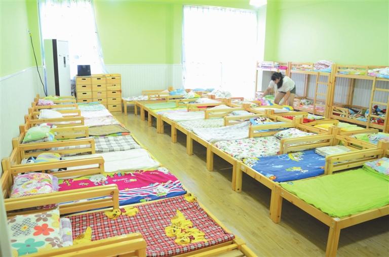幼儿园休息区手工制作背景墙
